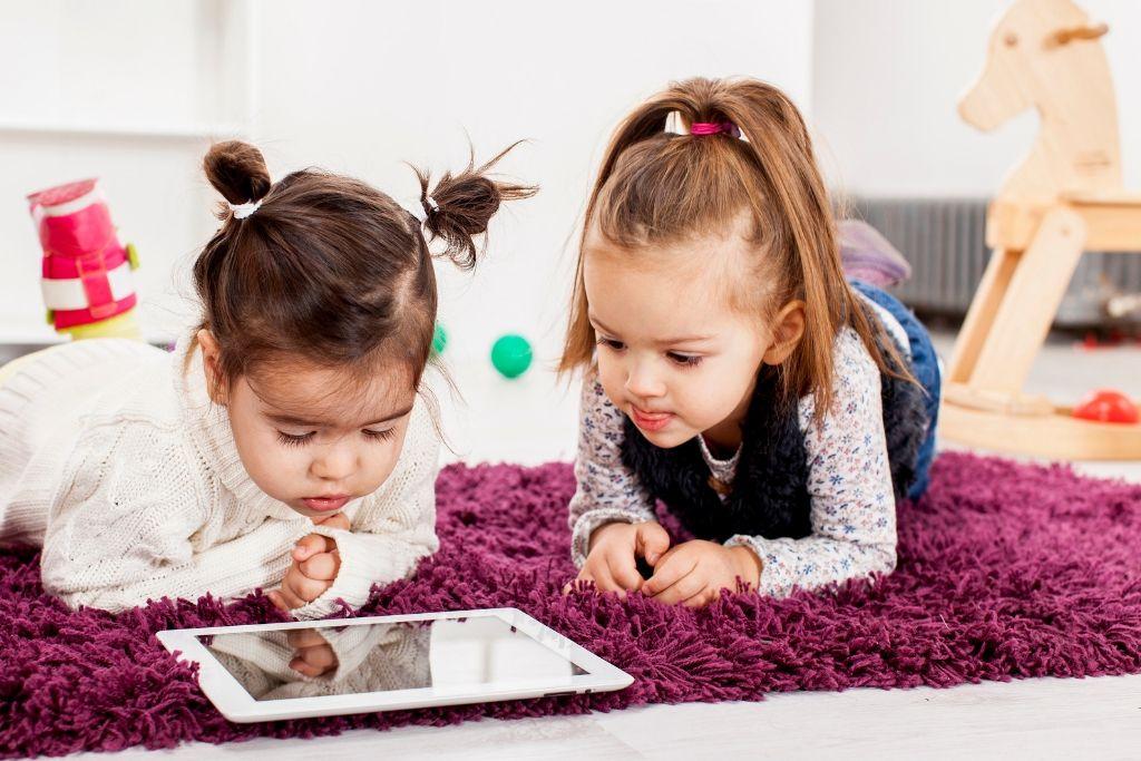 11 λόγοι που κάνουν τα Tablets και τα Smartphones επιβλαβή για την Ανάπτυξη των Παιδιών